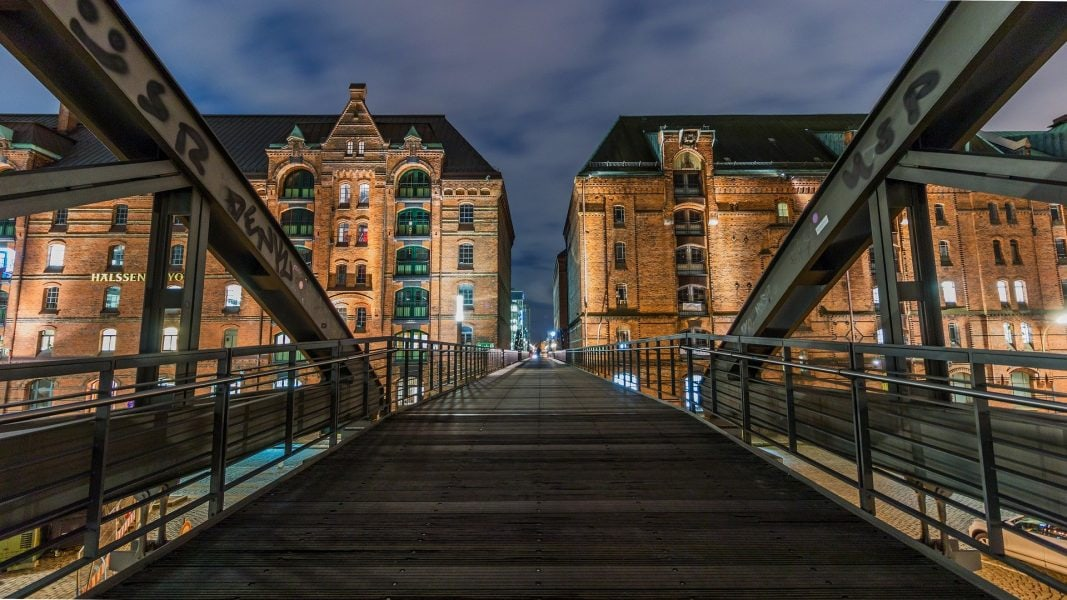 https://pixabay.com/de/photos/architektur-brücke-gebäude-reise-3121009/
