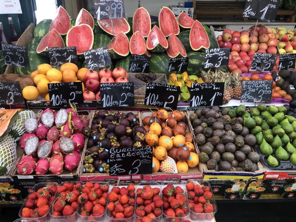 Exotische Früchte am Naschmarkt